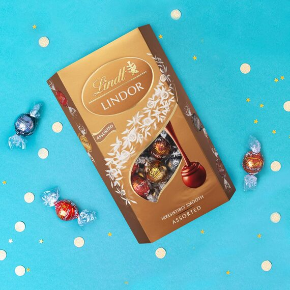 Lindt Lindor Assorted Chocolate Truffles Box - Approx. 48 Balls, 600 g - Assortment of Milk, White, Extra Dark and Hazelnut Chocolate Balls with a Smooth Melting Filling